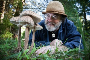 Paul Stamets, mycologist, writer, founder of Fungi Perfecti, and parasol mushrooms. Shelton, Washington, USA. ©2010 Isaac Hernández/IsaacHernandez.com, All Rights Reserved.